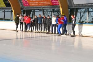 Uitleg tijdens de schaatsles
