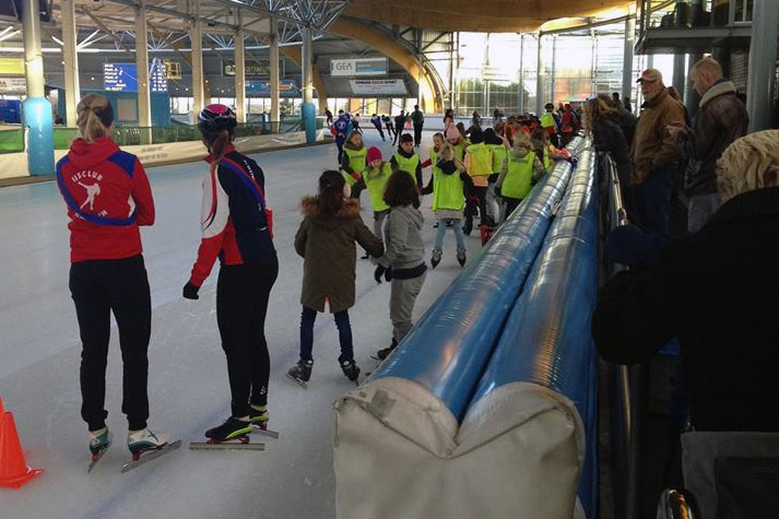 360 schoolkinderen op het ijs!