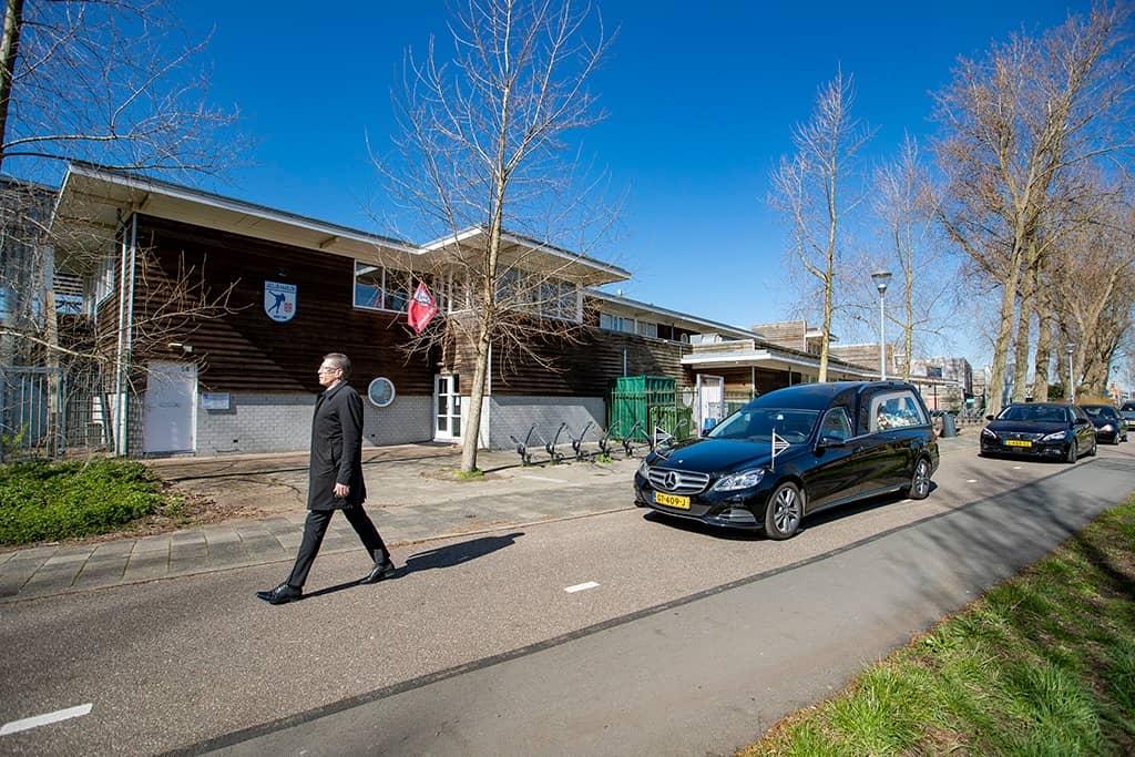IJsclub Haarlem brengt de laatste groet aan Aris Dijksman